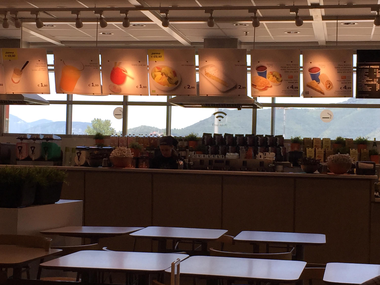 Cabina Armadio Mondo Convenienza Yelp : Ikea angolo bar. da bar ed il tavolo da pranzo immagine stock libera